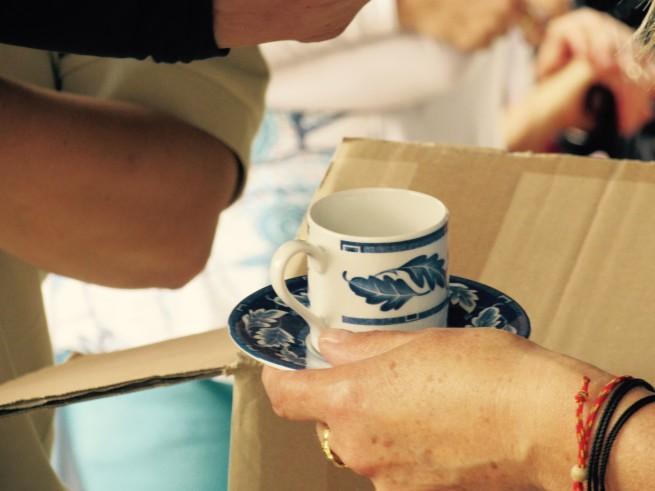 Un tazzina da tè, simbolo di un'amicizia che va oltre le frontiere e i nazionalismi